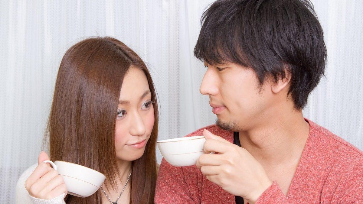目を見て話すのが苦手な人が、目を合わせなくても恋が始まる視線テクニック!