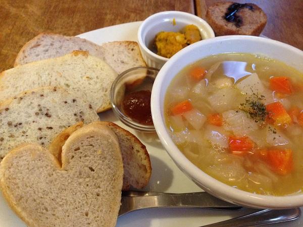 もちもち雑穀パンとスープ