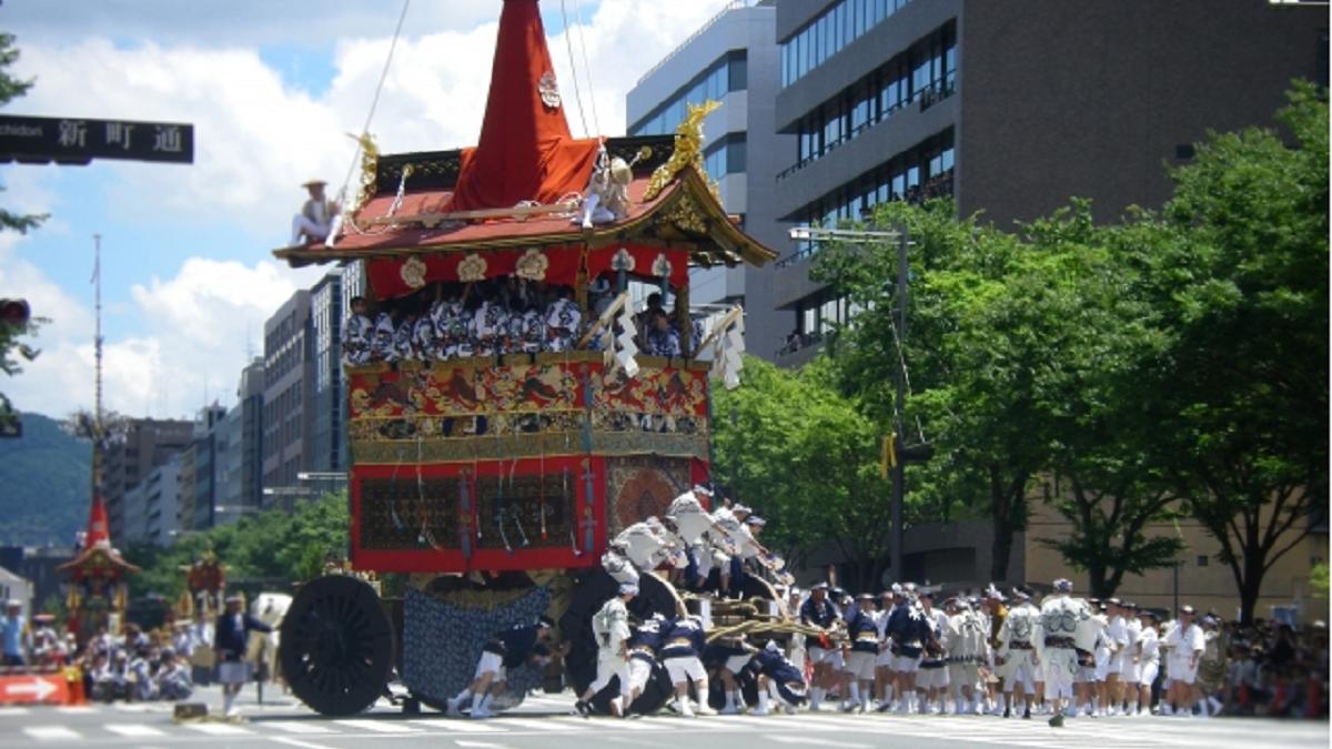 華やかな京都祇園祭は、怨霊なだめ鎮める御霊会が起源!?