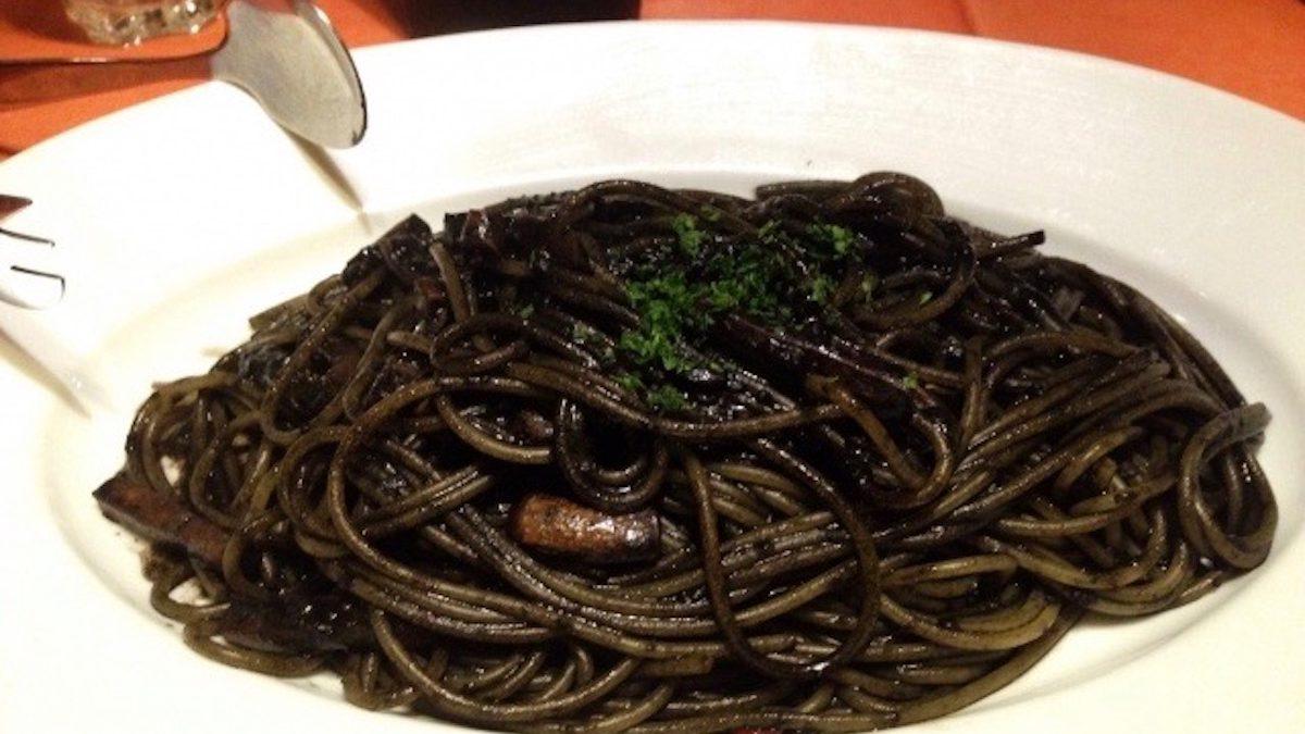 【アストロ開運イタリアン】 山羊座にぴったり!「イカ墨のスパゲッティ」