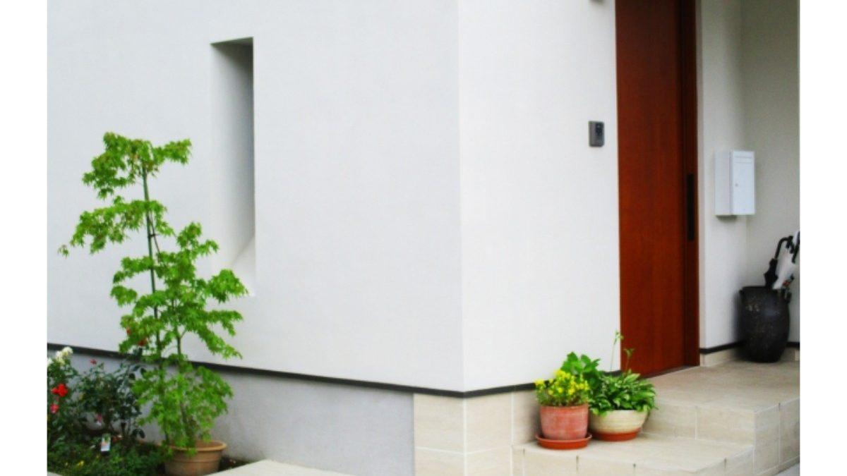 ドアは玄関の運気を左右する! カラーの選び方・表札について