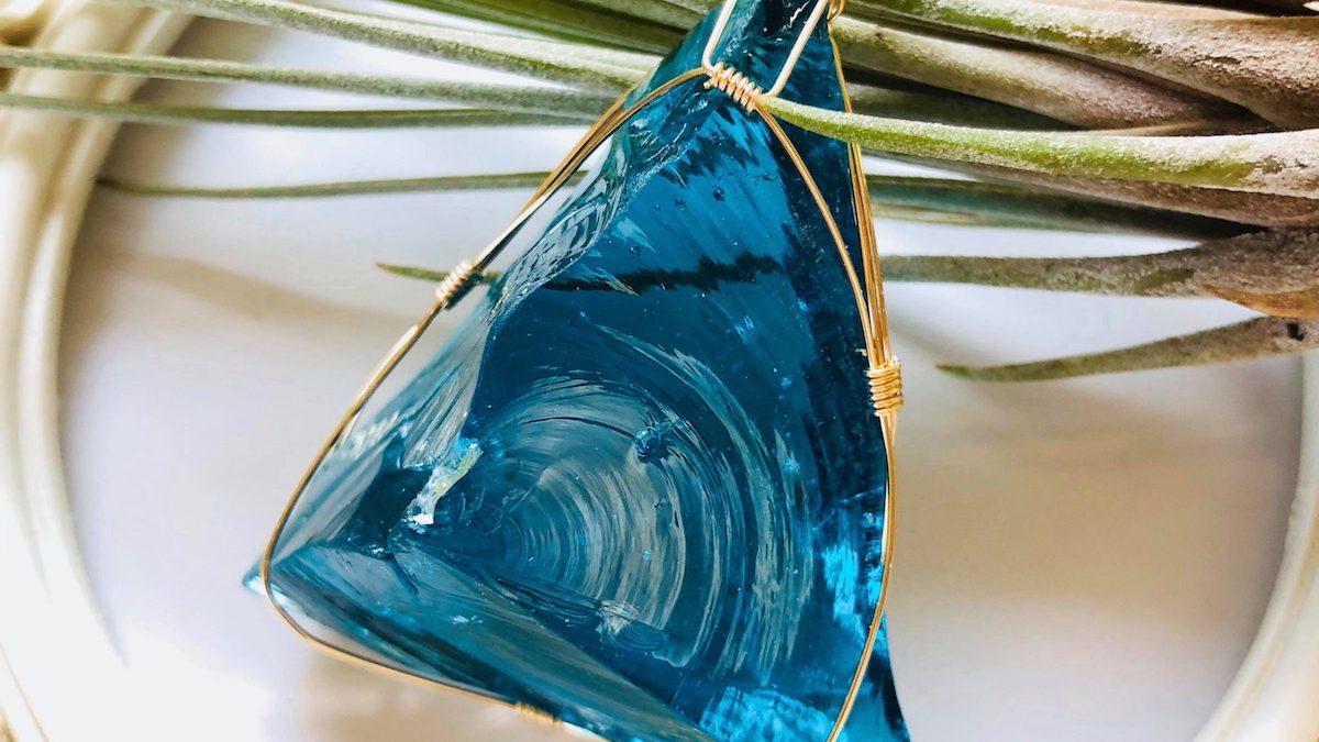 活気に満ちたエネルギーが発動される、ブルー系のアンダラクリスタルとは