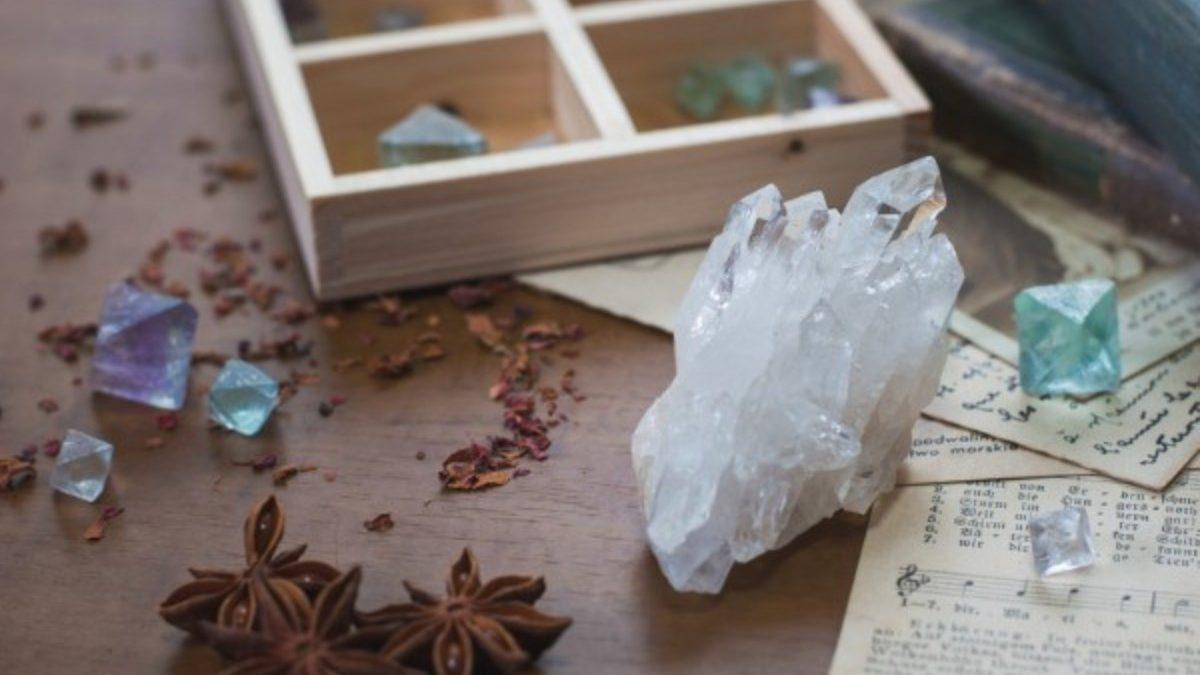 水晶は浄化だけじゃない! 変わったクリスタルとその効果とは【ダブルターミネーテッド・ファーデン・ライトニング】