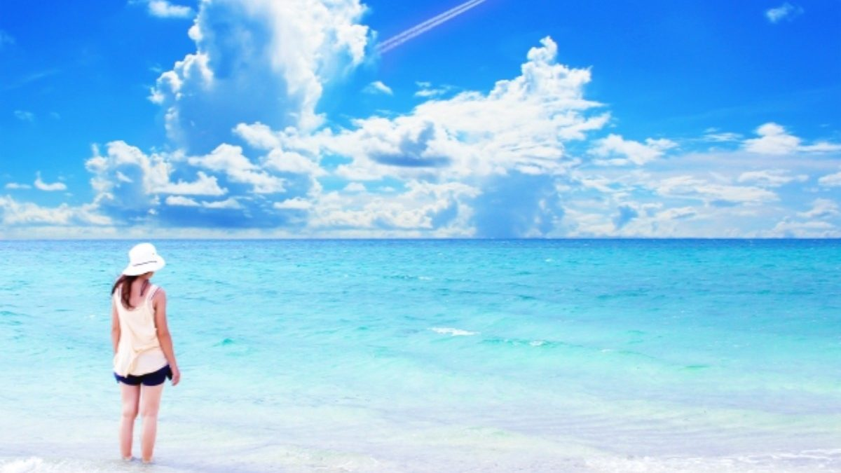 深海のような深い青がとてもキレイ! パワーストーンのアパタイトとは?