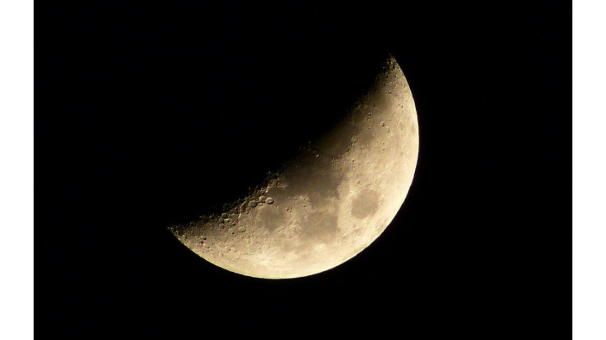 上弦の月は積極的に! 月の満ち欠けとアロマの関係とは?【ファースト・クォーター】