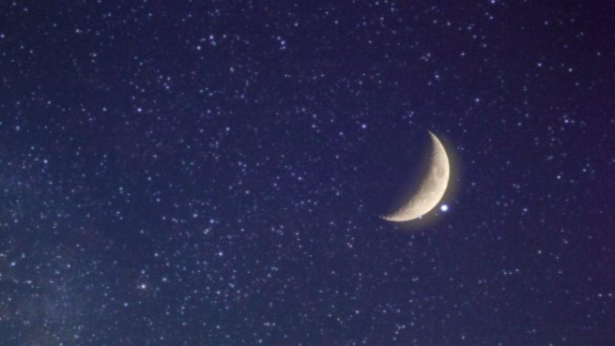 満ちた月は少しずつ欠けるもの。下弦の月の時期に適しているアロマとは?