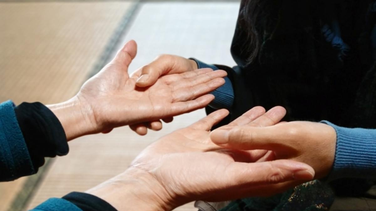 手相は結局「右手」を見るのが正解?才能・運勢を見分ける4つの方法